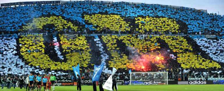 marseille-supporters-use-paper-sheets-2ad0-diaporama