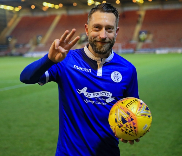 091217 01 dobbie with matchball